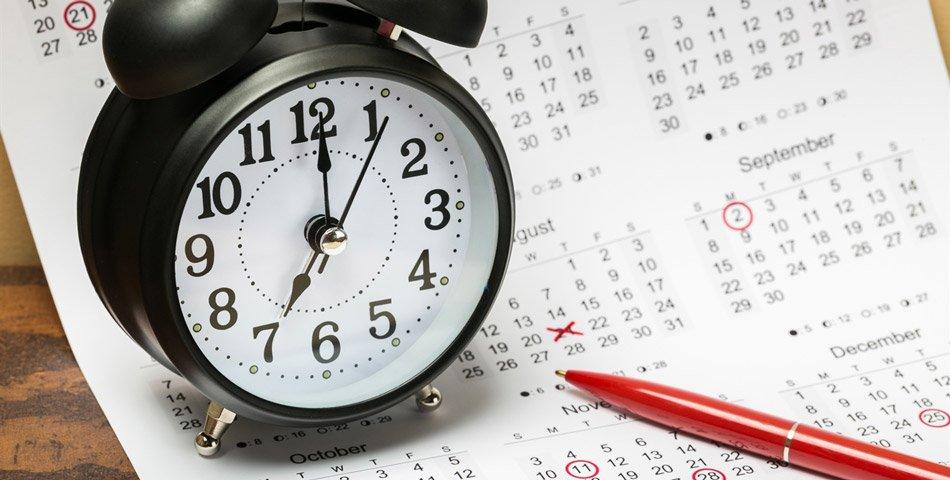 Bilde av klokke og kalender.