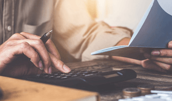 refinansierer gjeld